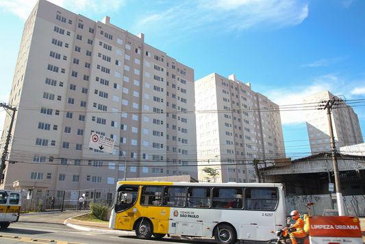 Condomínios populares entregues com 413