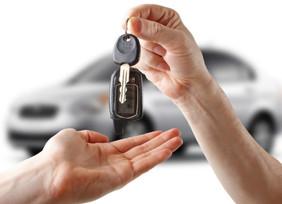 Baja 3.6% el crédito para vehículos nuevos y sube 25.9% venta de autos usados