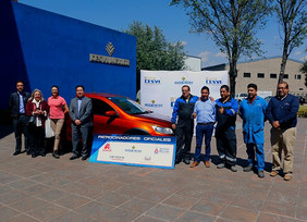 Expo Cesvi entrega camioneta a feliz ganadora