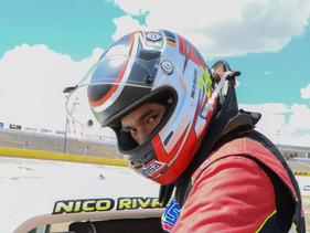 Nico Rivas enfocado en el podio