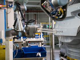 El robot colaborativo que da nombre a los autos de SEAT