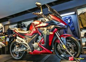 Presenta Zontes su primera moto customisada