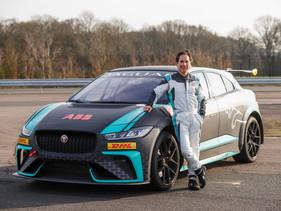 Mario Domínguez regresa a la pista como piloto VIP de Jaguar I-PACE eTROPH