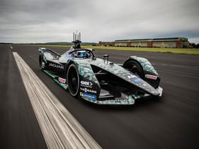Jaguar Racing renueva su asociación con GKN Automotive