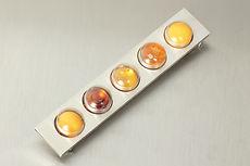 zwei-machen-schmuck-ansteckschmuck-brosche-silber-bernstein-placebo-staatspreis-manufactum-2007-design-goldschmiede-essen