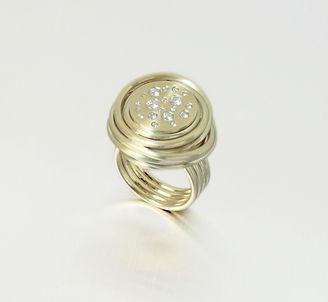 zwei-machen-schmuck-award-schmuckmagazin-nominee-ring-gewickelt-diamanten-brillanten-gelbgold--design-trauringe-goldschmiede-anfertigung-essen-ruettenscheid