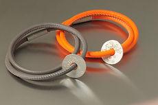 zwei-machen-schmuck-armband-leder-shundeschutzengel-gravur-silber-doro-ostgathe-magnet-schloss-design-goldschmiede-essen