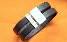 zwei-machen-schmuck-armband-breit-herren-leder-silber-schloss-magnet-gravur-schrift-design-goldschmiede-essen
