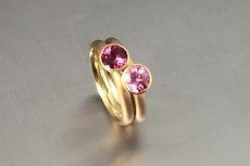 zwei-machen-schmuck-essen-goldschmiede-trauringe-ring-turmalin-pink-altrosa-rosa-gelbgold
