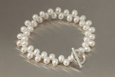 zwei-machen-schmuck-armband-perlen-oval-silber-design-goldschmiede-essen