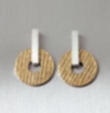 zwei machen schmuck essen goldschmiede trauringe recycling gold oekogold fairtrade anfertigung design ohrstecker struktur