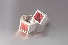 zwei-machen-schmuck-siegel-ring-silber-rosen-holz-herren-maenner-design-trauringe-goldschmiede-anfertigung-essen-ruettenscheid
