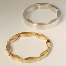 zwei-machen-schmuck-armschmuck-navette-manufactum-staatspreis-kunsthandwerk-nrw-2019