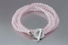 zwei-machen-schmuck-armband-rosenquarz-rosa-silber-gewickelt-design-goldschmiede-essen