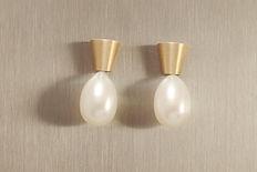 zwei-machen-schmuck-ohr-stecker-perlen-gold-tropfenperlen-design-trauringe-goldschmiede-anfertigung-essen-ruettenscheid
