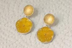 zwei-machen-schmuck-ohrhaenger-ohrstecker-blume-gelb-gold-silber-design-trauringe--goldschmiede-anfertigung-essen-ruettenscheid