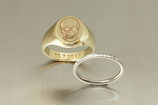 zwei-machen-schmuck-trauringe-siegelring-totenkopf-memoire-memory-ring-brillanten-diamanten-weissgold-gelbgold-goldschmiede-anfertigung-essen