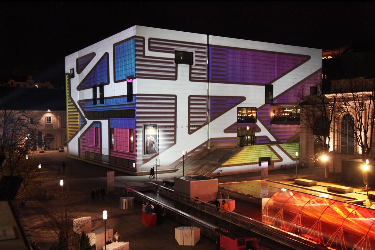 - Winterlicht im MQ Wien - Grossbildprojektion - Leopold Museum .   Konzept, Produktion und ProjektionsTechnik -  MODULUX  (Implementierung/Johannes Menneweger bei Lichttapete)  Kunde: MQ-Wien