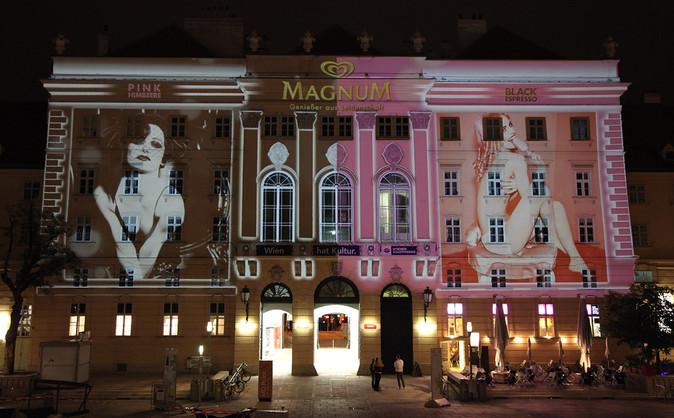 - Magnum Pink/Black - Digitale Grossbildprojektion - MQ Wien.   Produktion und Technik:  MODULUX  (Implementierung/Johannes Menneweger bei Lichttapete)  Agentur: SINCE TODAY WERBE GMBH Kunde: Langnese