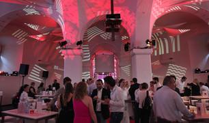 - Startup - Wirtschaftsagentur - Raumprojektionen - Ovalhalle MQ.   Konzept, Produktion und ProjektionsTechnik -  MODULUX (Implementierung/Johannes Menneweger bei Lichttapete)  Produktions Agentur: Cidcom Kunde: Wirtschaftsagentur Wien