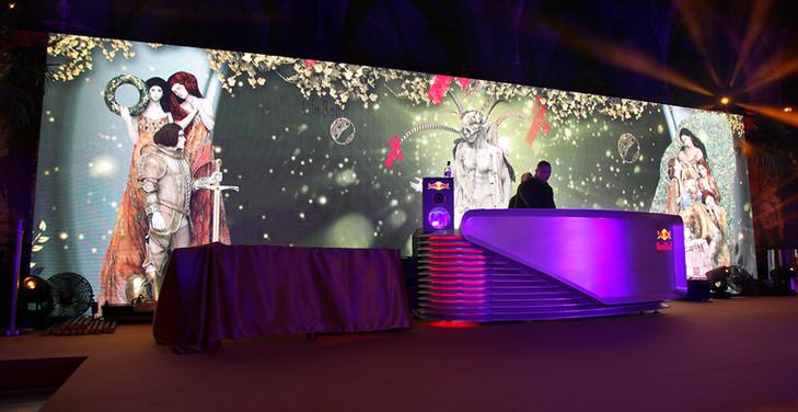 - Lifeball - Ledwallbespielung - Rathaus  WIen.   Produktion und MODULUX (Implementierung/Johannes Menneweger bei Lichttapete) Produktions Agentur: Antrib&Hruby Kunde: Red Bull