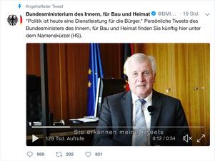 Was macht Horst Seehofer unterm Konferenztisch?
