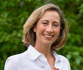 Support you can receive from Dr. Emilie Clairet: - Understand how you can improve your gut health at any point in your life - Create an adapted diet plan to support your body during the peri/menopause transition - Guidance on optimizing your diet for your body type and lifestyle
