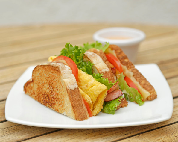 OMELETTE AND BACON SANDWICH