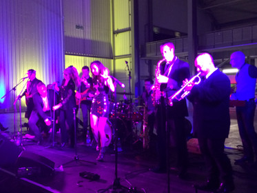 10 piece superb live party band - Duxford