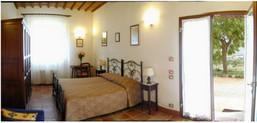 Double bedroom Girasoli - view from the bathroom's door