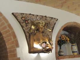 App. Girasoli - dettaglio scultura
