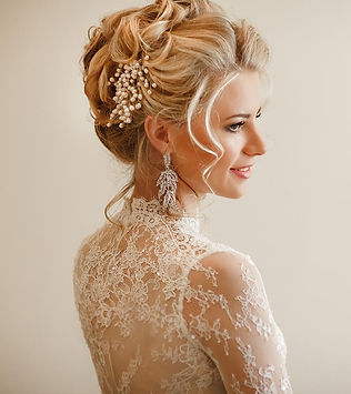15-Mesmerizing-Bridal-Updos-That-Will-In
