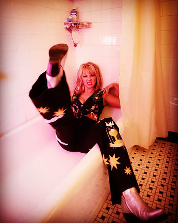 kelley-kickin-it-in-bathtub-insta-colore