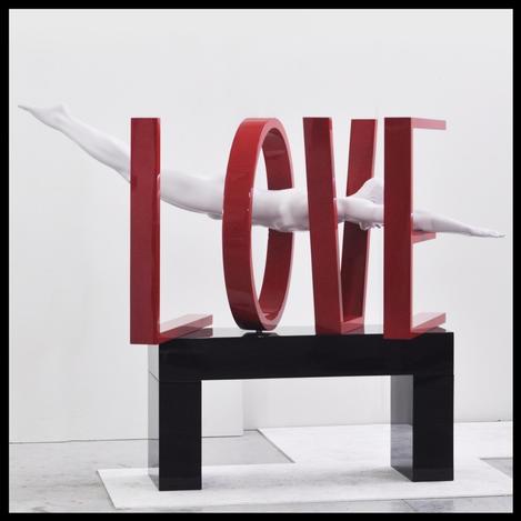 Love-pop-art-sculpture-red