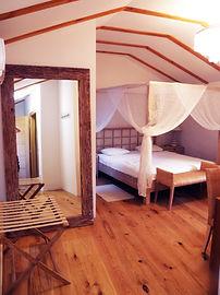 hotel placa, krk, Hrvatska, soba, smještaj, centar, plaža, najam, nekretnine