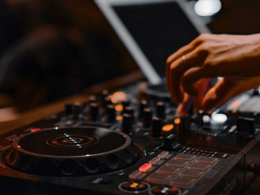 10 Ways For You To Find The Perfect DJ in Dallas
