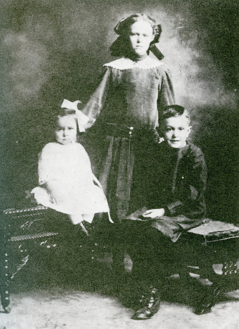 Violet with her sister Emmalene and brother Edward
