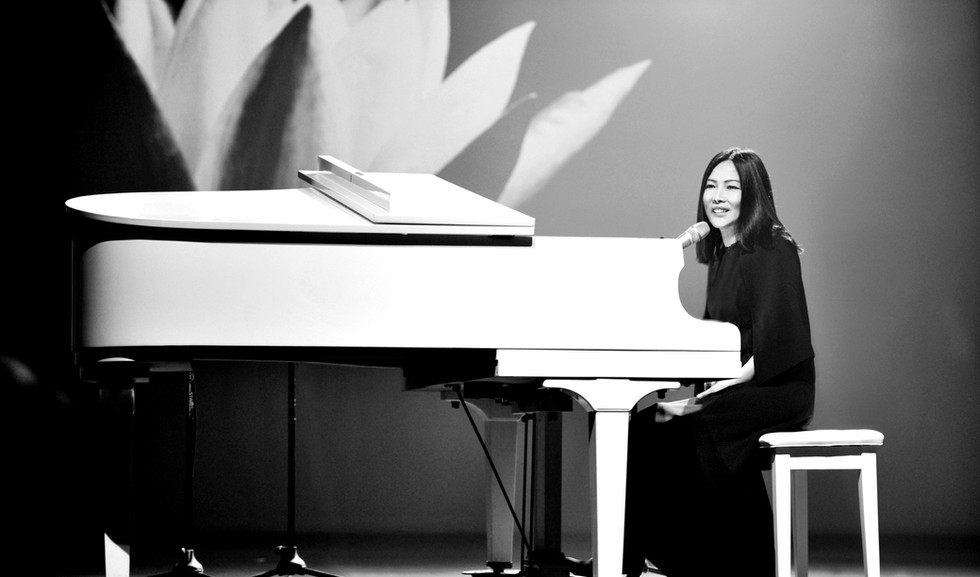 Imee Ooi with Piano.jpg