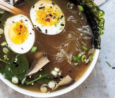 Nourishing Vegetarian Broth with Seaweed and Mushrooms