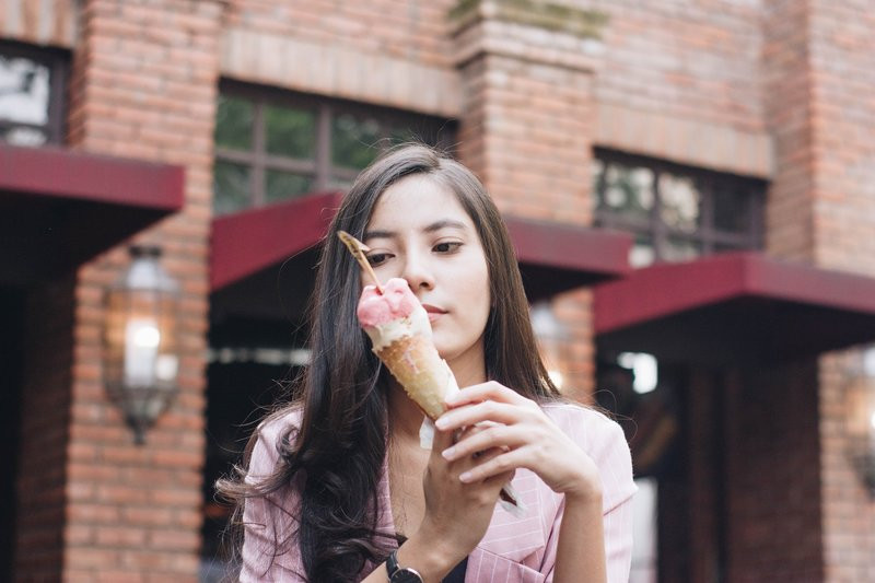 Woman eating sugar; is this due to her gut flora?