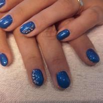 blauwe gel met nailart