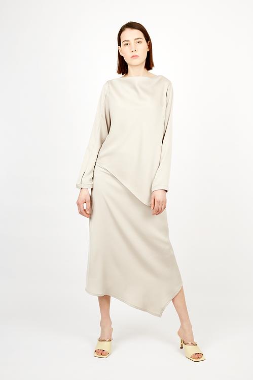 Skirt with sharp-cut detail
