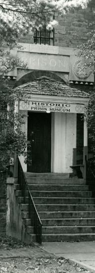 entrance057.jpg