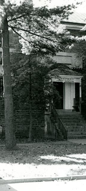 entrance02.jpg