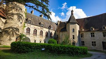 Vue de la cour intérieur du Château de Veauce