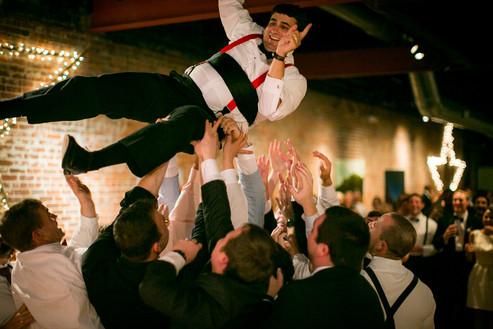 groom toss