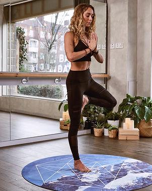 woman-balancing-with-right-foot-1882000.