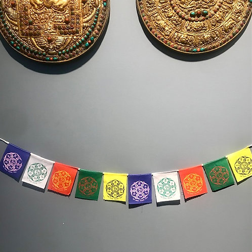 Su 8 Tibeto simboliais maldos vėliavėlės