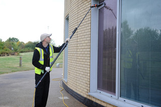 Flexible style of window cleaning