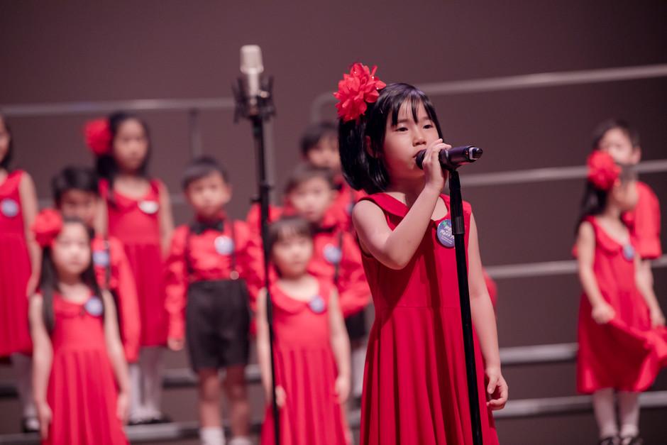 0054_mini_28 april_the show choir_johnny